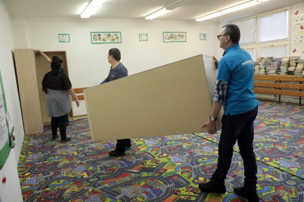 Mestskí dobrovoľníci pomohli zveľadiť Knižnicu pre mládež
